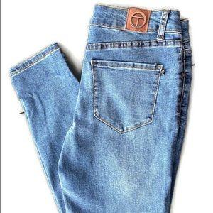 TAHARI skinny medium wash jeans. Sz 6/28